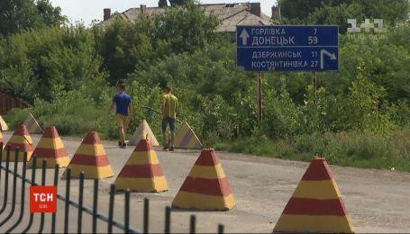 """Пункт пропуску """"Майорськ"""" між Бахмутом та окупованою Горлівкою не працюватиме"""