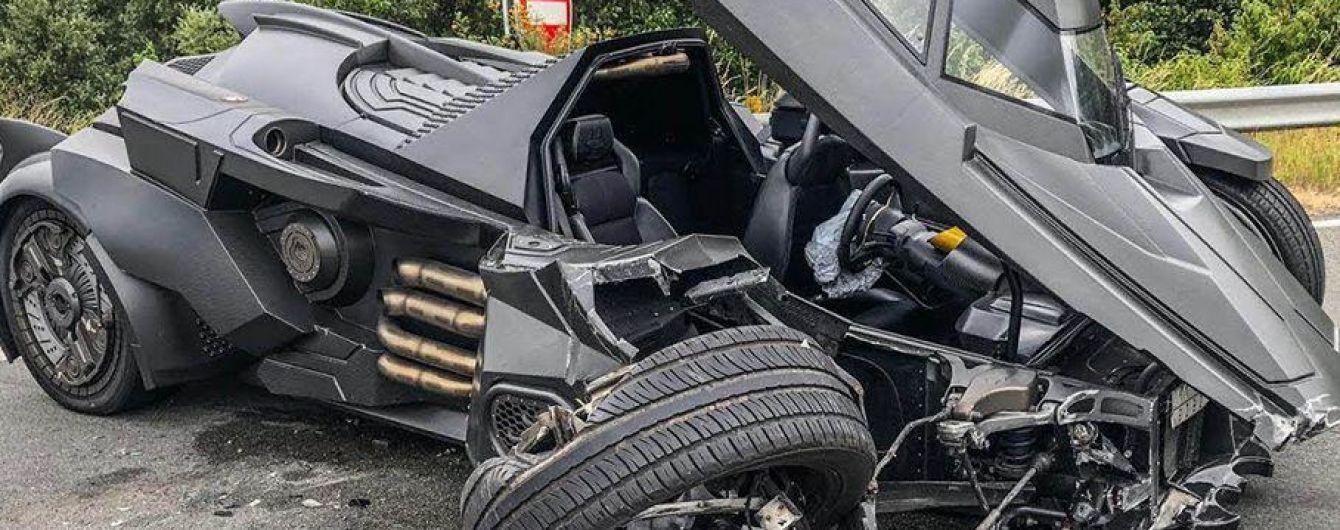 """""""Бетмобиль"""" попал в уничтожительную аварию во Франции"""