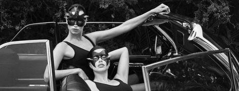 Сексапільна Адріана Ліма у БДСМ-масці та боді осідлала Ірину Шейк у фотосесії