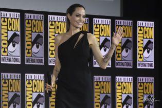 Вигляд має кращий: Анджеліна Джолі в сукні на одне плече приїхала на фестиваль
