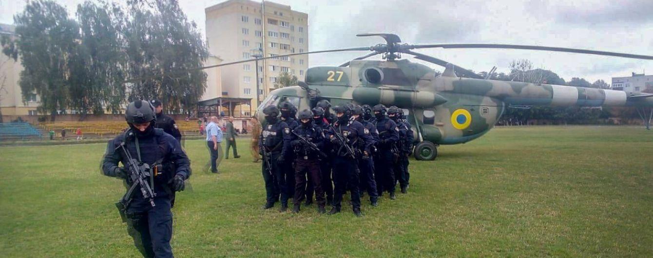 Вертолет и спецназовцы. На округе Житомирщины сообщили об угрозе для подсчета голосов