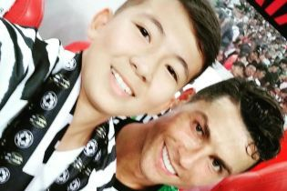 14-річний хлопчик із Казахстану вибіг на поле до Роналду і став зіркою соцмереж