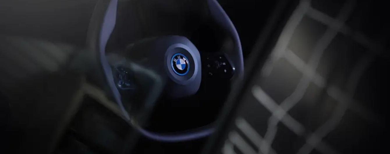 Електричний кросовер BMW iNext отримає полігональне кермо