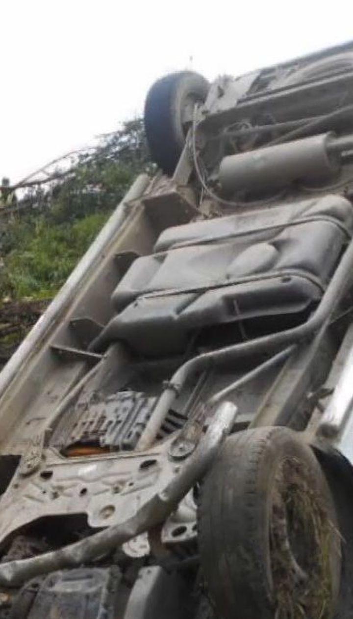 На Львовщине водитель микроавтобуса убил женщину и покалечил двух ее дочерей