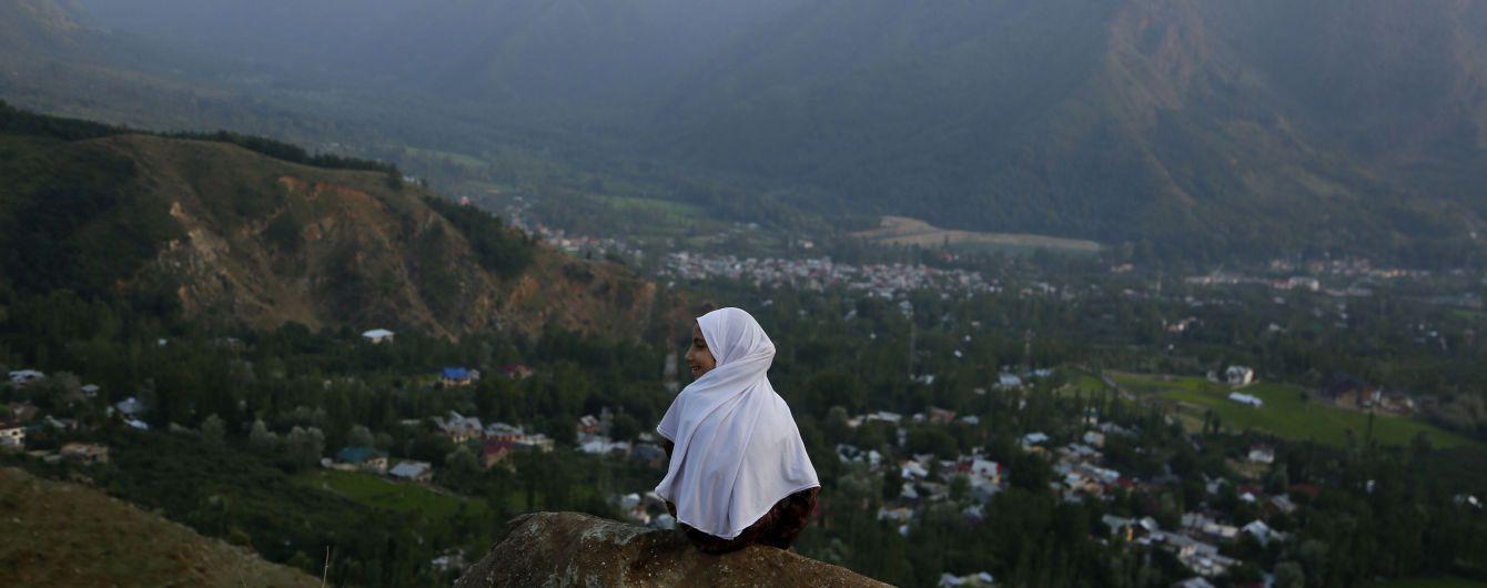Пакистан запретил индийские фильмы и остановил железнодорожное сообщение с Индией
