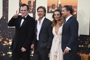 В платье с глубоким декольте и в компании звездных коллег: Марго Робби на премьере фильма в Лос-Анджелесе