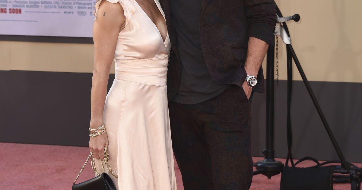Крис Хемсворт с женой Эльзой Патаки @ Associated Press