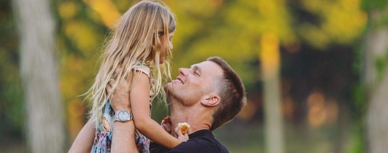 Американський футболіст стрибнув зі скелі з 6-річною донькою та отримав шквал критики