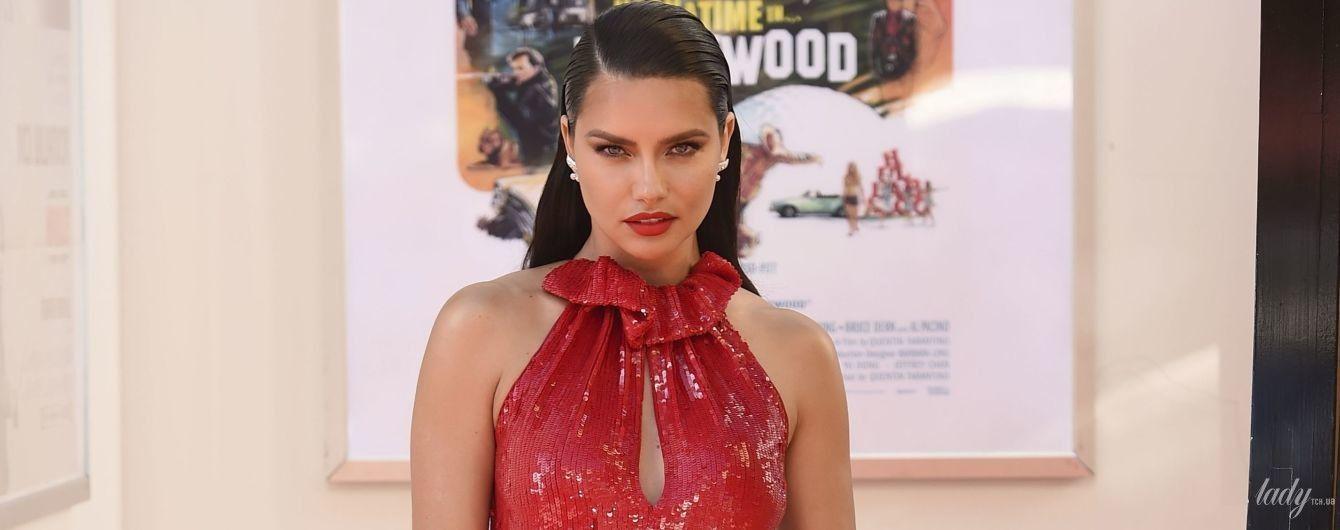 Ух, какая красотка: Адриана Лима в красном платье с разрезом пришла на премьеру фильма