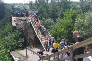 Правительственная рабочая группа определила порядок восстановления моста в Станице Луганской - пресс-секретар Кучмы