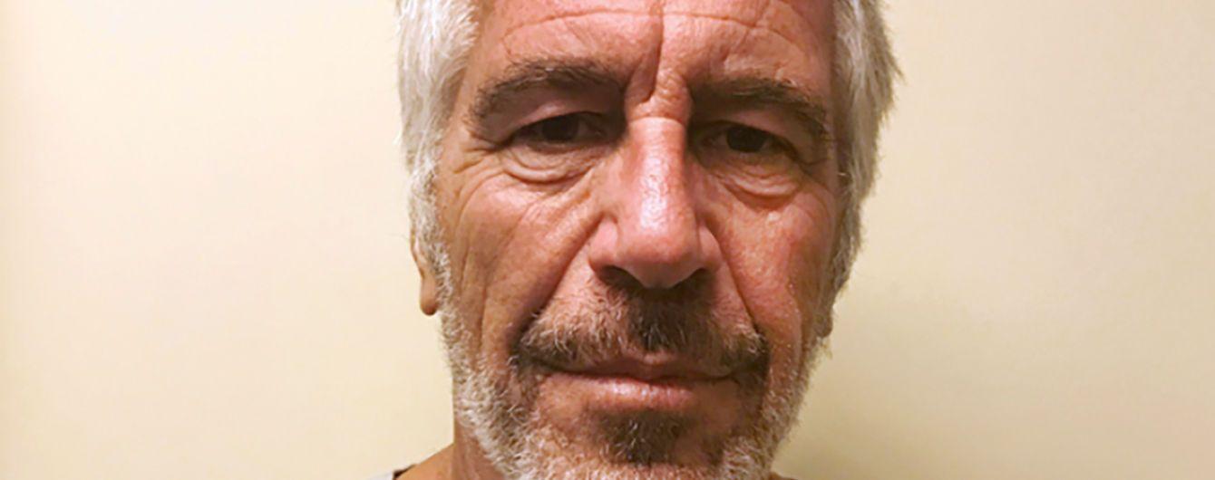 Обвинуваченого у секс-торгівлі мільярдера Епштейна знайшли мертвим у камері - ЗМІ