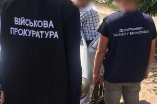 На Черниговщине задержали таможенника, который брал дань за беспрепятственный пропуск товаров