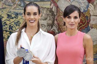 Одна другой краше: королева Летиция в розовом платье пришла на встречу с олимпийской чемпионкой во дворце Сарсуэлла