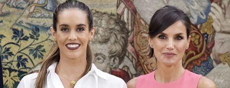 Одна за іншу красивіша: королева Летиція в рожевій сукні прийшла на зустріч з олімпійською чемпіонкою в палаці Сарсуела