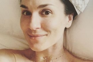 В одном лишь банном полотенце: Маша Ефросинина поделилась снимком без макияжа