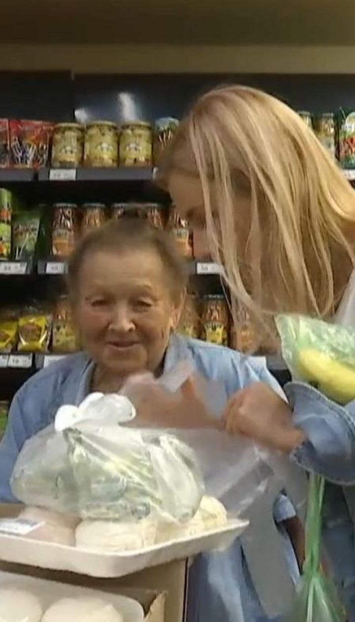 Українці купували продукти для самотніх дідусів і бабусь: їхня реакція зворушує