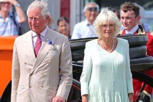 Хороша в бирюзовом платье: герцогиня Корнуольская посетила цветочную выставку