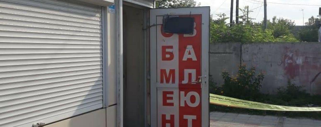 Под Харьковом вооруженный мужчина с татуировкой ограбил пункт обмена валют