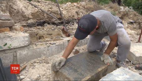 Разгромленное сотрудниками НКВД кладбище немцев-меннонитов нашли в Запорожье