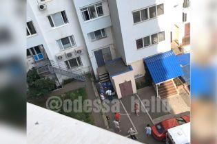 В Одессе выпал из окна 8-го этажа полуторагодовалый мальчик