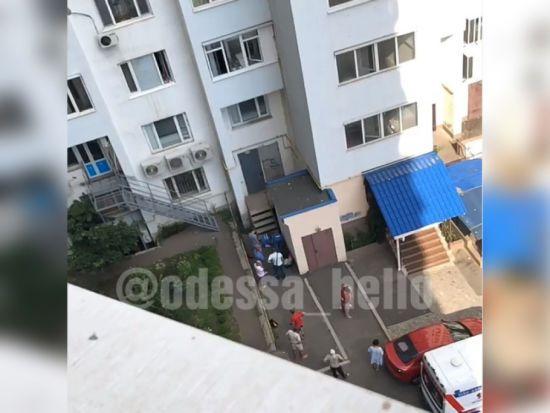 В Одесі випав із вікна 8-го поверху півторарічний хлопчик
