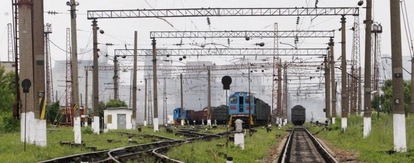 На Киевщине 18-летняя девушка попала под поезд, не услышав его в наушниках