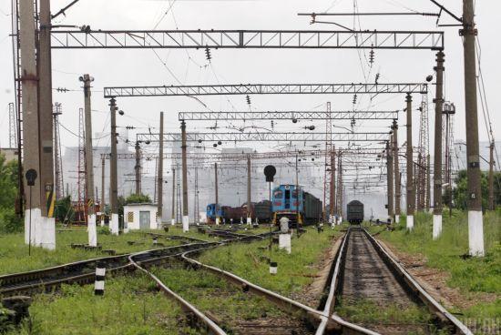 Школярка, яку збив потяг у Житомирі, перебуває у важкому стані
