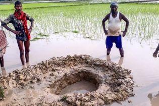 В маленьком селе на востоке Индии упал метеорит