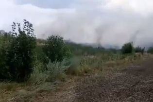 На Киевщине горит свалка промышленных отходов картонного комбината