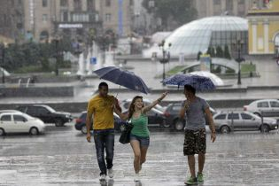 Киевлян предупреждают о грозе до конца дня