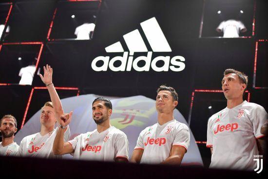 """Біла з червоним. """"Ювентус"""" представив виїзну форму на наступний сезон"""