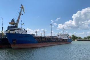 """Арестованный танкер """"Мрия"""", поставлявший топливо военным РФ в аннексированном Крыму, доставили в Херсон"""