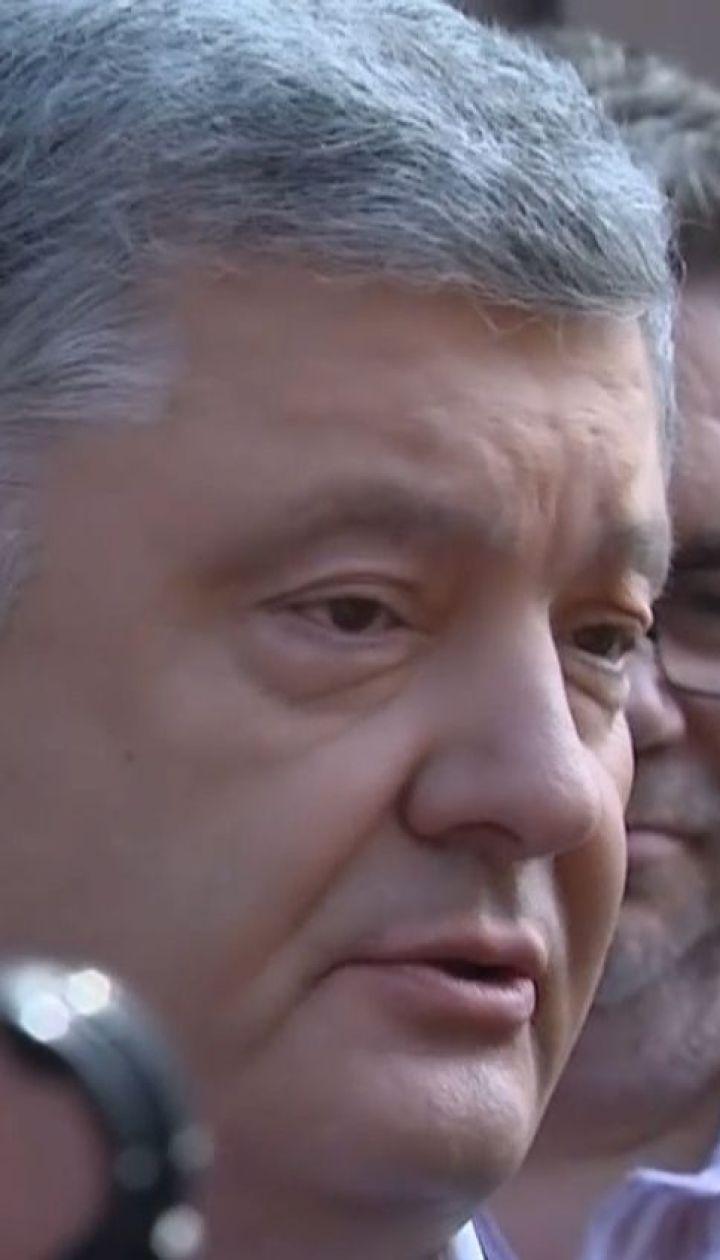 У Державному бюро розслідувань розпочався допит Петра Порошенка