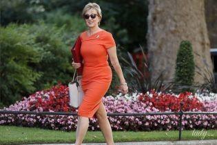 Изменилась: экс-лидер британской Палаты общин в морковном платье пришла на работу