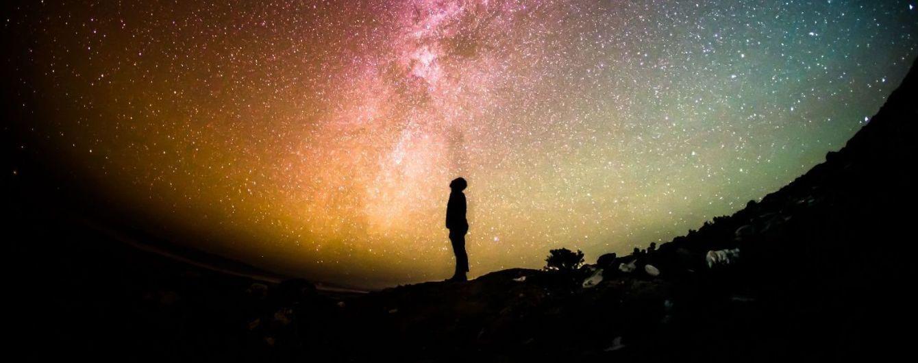 """На основі серії науково-фантастичних романів Дугласа Адамса створять серіал """"Путівник по галактиці"""""""