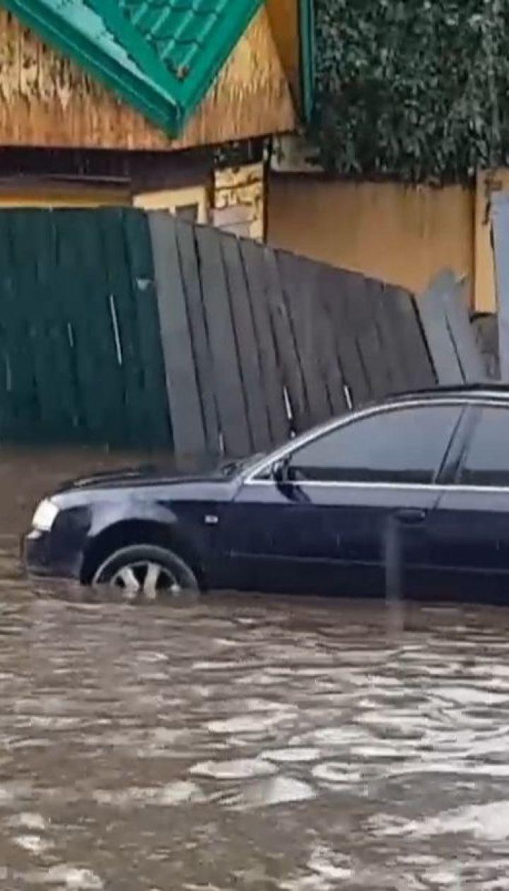 Потужна злива накрила Рівне