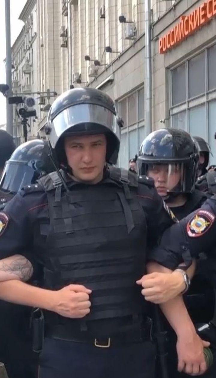 Во время оппозиционной акции в Москве полиция арестовала более 300 человек