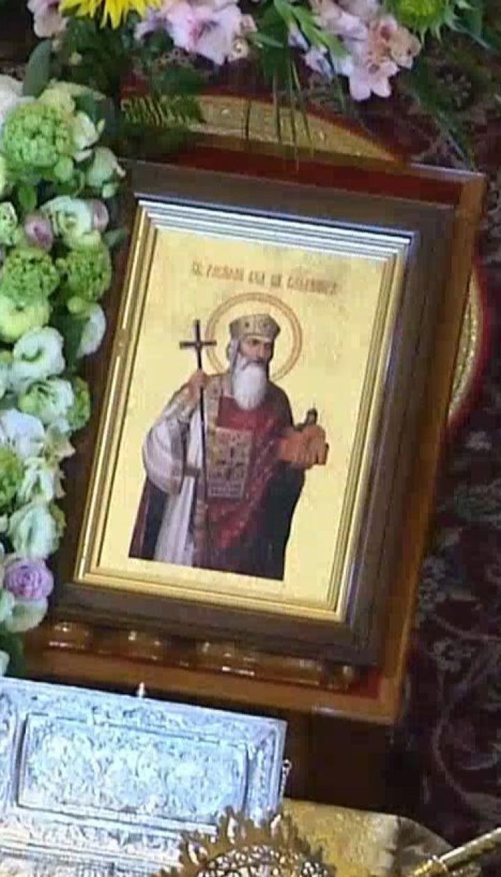 Зі Стамбула до Києва привезли частинку хреста, на якому розіп'яли Ісуса, і мощі Андрія Первозваного