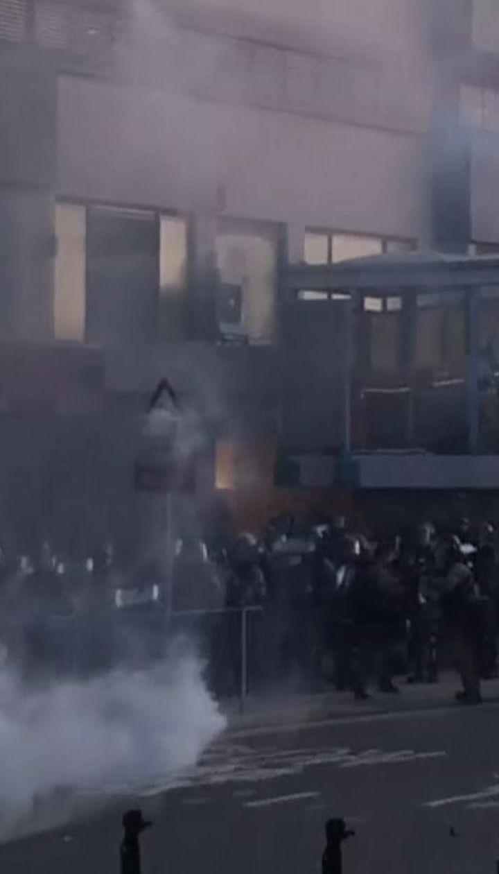 Новая волна антиправительственных протестов продолжается в Гонконге - участников силой разгоняли