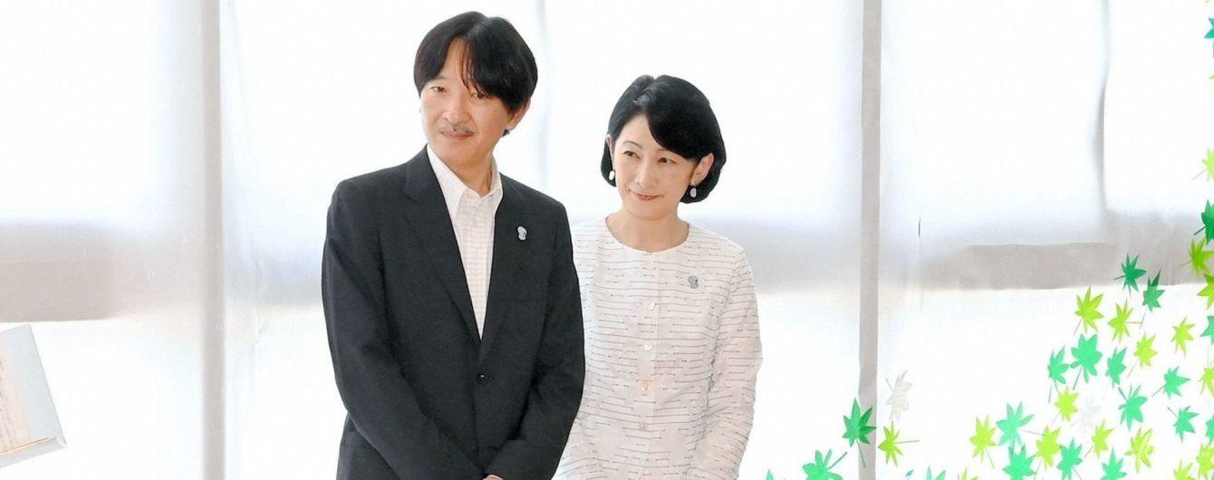 У білому костюмі і з чоловіком: японська принцеса Кіко на церемонії чаювання