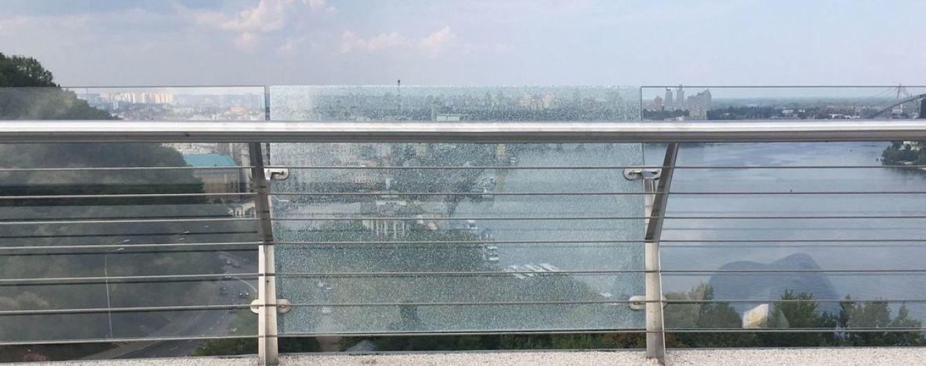 Пошуки 11-річної дівчинки у Вінниці та чергове відкриття пішохідного мосту у Києві. П'ять новин, які ви могли проспати