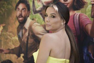 Миниатюрная Ева Лонгория в желтом платье похвасталась стройностью на светском мероприятии
