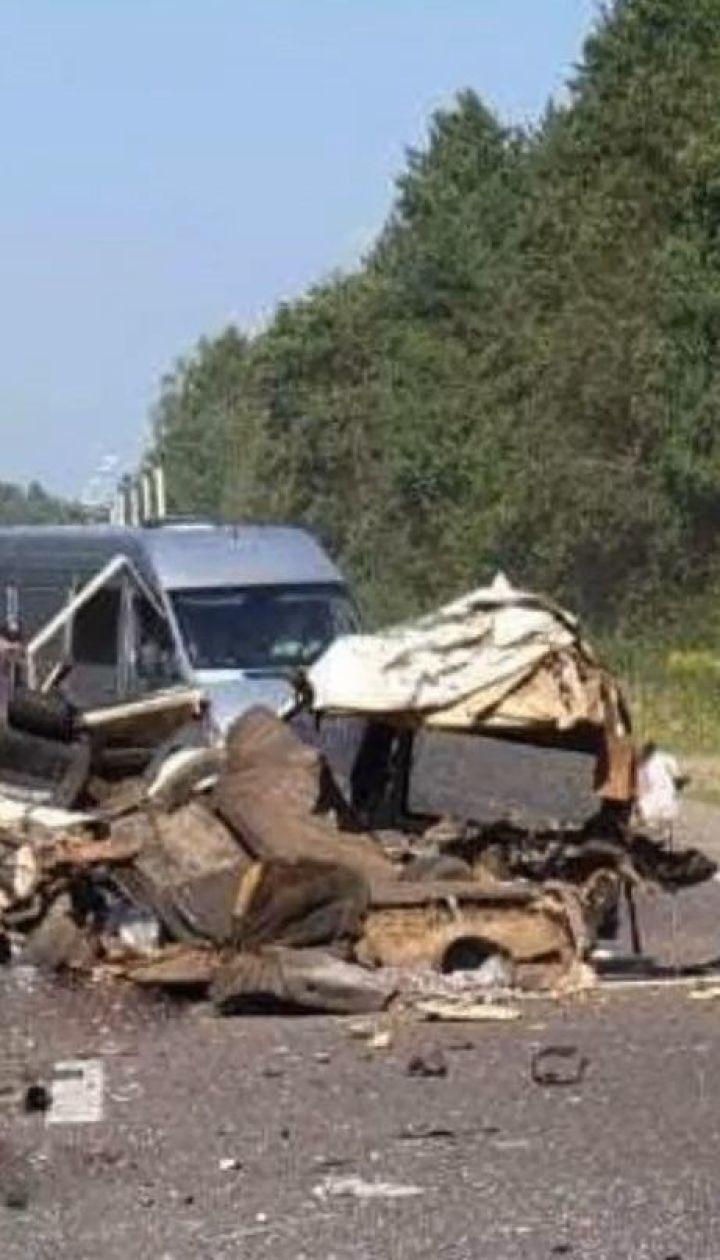 На Львівщині сталася потрійна ДТП: один водій загинув на місці, ще одного доправили до лікарні