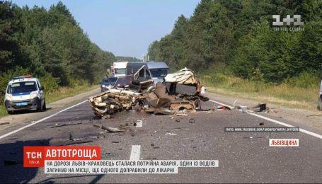 На Львовщине произошла тройная ДТП: один водитель погиб на месте, еще одного доставили в больницу