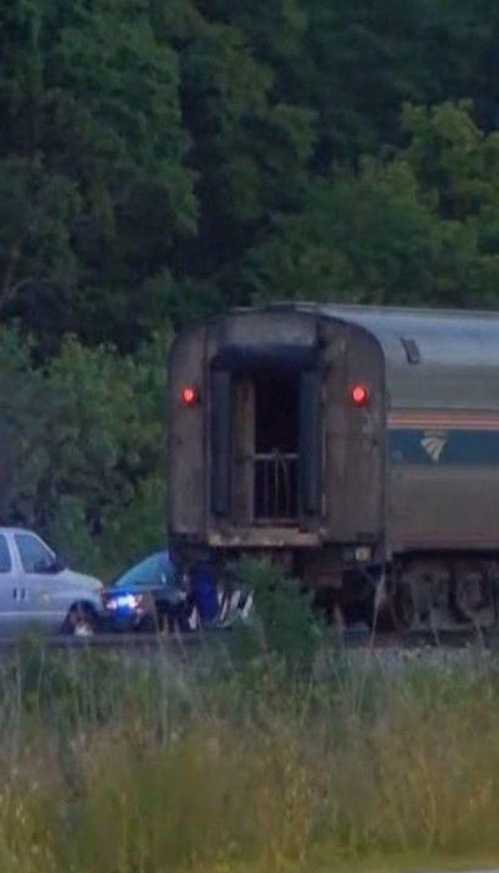 В американском штате Иллинойс столкнулись автомобиль и пассажирский поезд