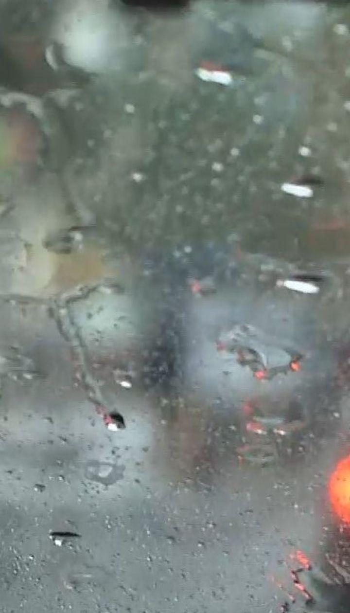 Грозы, град и шквалы: синоптики предупреждают об ухудшении погоды в ближайшие пару суток