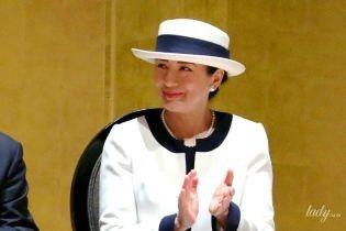 В элегантном костюме и шляпе: императрица Японии Масако на торжественной церемонии в Иокогаме