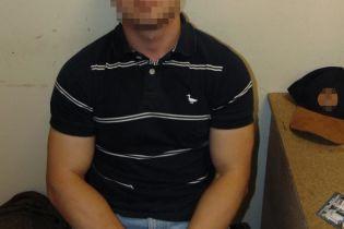 В Киеве студент похитил в супермаркете батончиков на 2 тыс грн