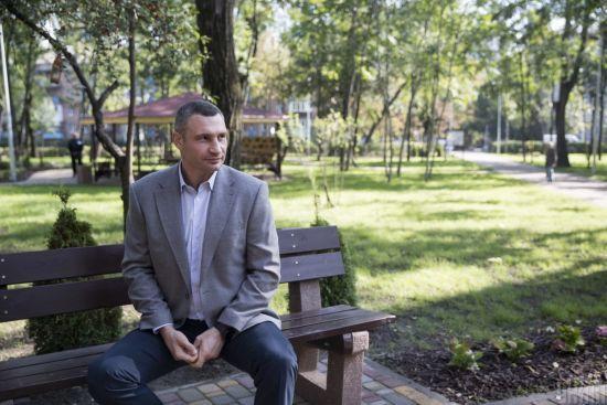 Кличко пояснив свою підтримку Порошенка на виборах, але ухилився від запитання про відсутність на з'їзді
