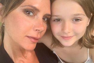 С любимой дочерью: Виктория Бекхэм поделилась трогательным селфи